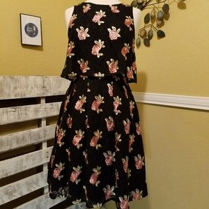 Elle Floral Embroidery Pop-over Black Lace Size 4